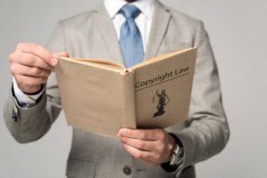 """Штатный юрист - Фото статьи """"Юридический аутсорсинг"""""""