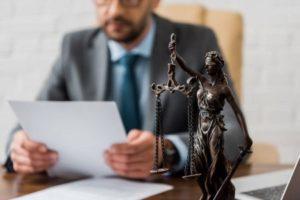 Помощь адвоката при споре - Фото